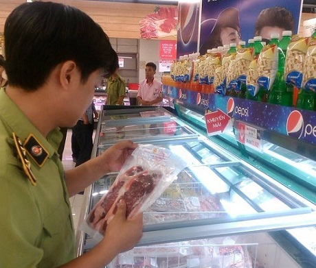 Lotte Mart bị phạt vì sửa nhãn mác hàng thực phẩm